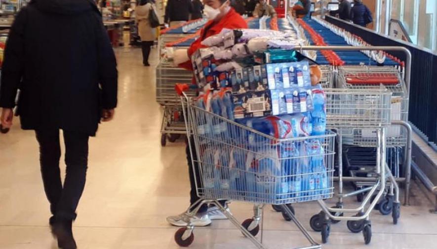 Blitz del Nas nei supermercati, il 18% risultati irregolari. Tracce del virus su Pos e carrelli