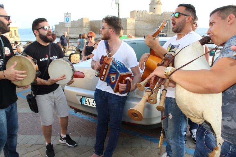 images Ferragosto musicale con i ritmi del Sud all'Acquapark di Rossano
