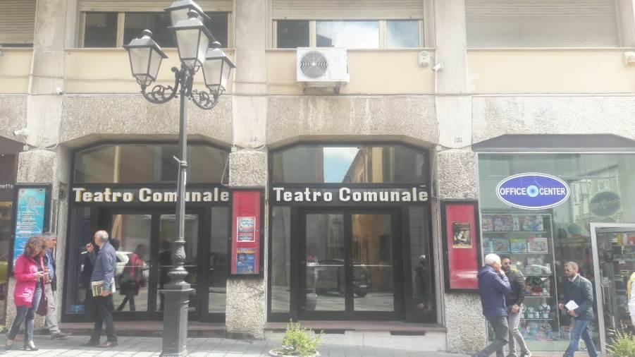 """images Catanzaro. Teatro, grande riapertura al Comunale con """"Giù il Cappello!"""", prossimo appuntamento con """"Candida"""""""