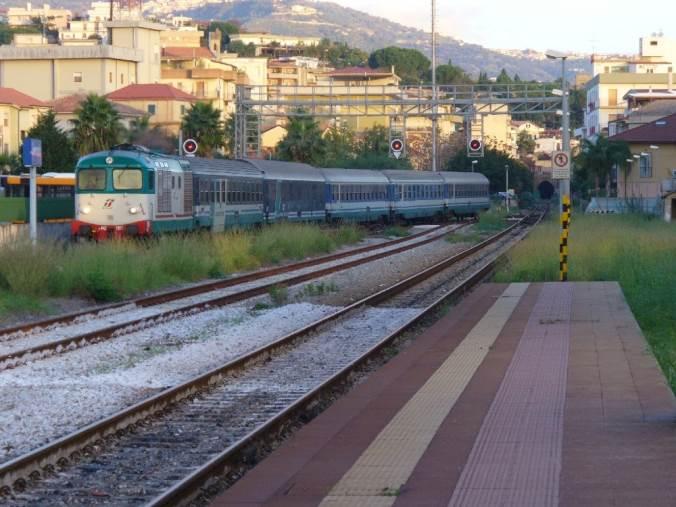 Deraglia un treno con operai a bordo: un ferito a Montalto Uffugo