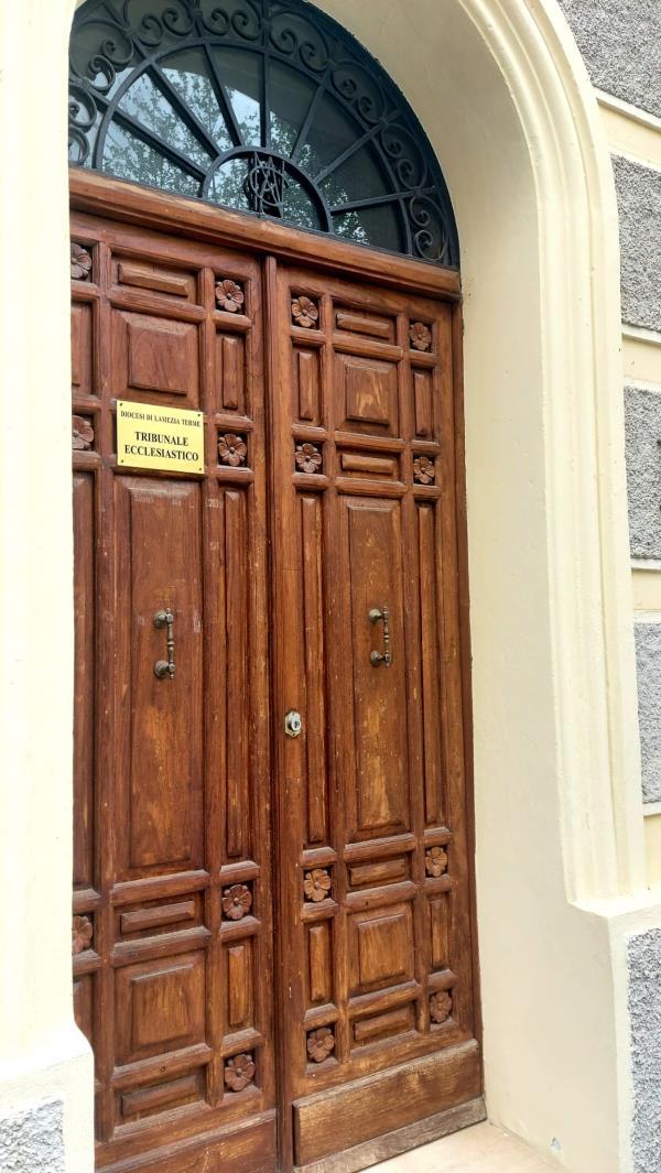 """images Crisi nel matrimonio: il tribunale ecclesiastico diocesano di Lamezia Terme attiva un ufficio di consulenza """"giuridico-pastorale"""""""