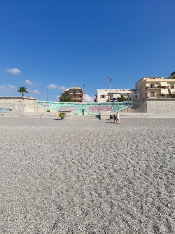 """images La denuncia di Stefano Veraldi: """"Nel quartiere marinaro manca l'accesso alla spiaggia, torna il calvario"""""""