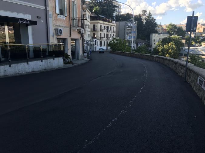 """images Catanzaro. Longo: """"Completati i lavori di riqualificazione del manto stradale a via Italia, fra 10 giorni anche la segnaletica orizzontale"""""""