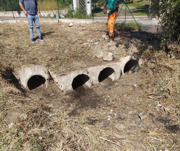 images Catanzaro, pulizia canali di scolo: operai in azione nel quartiere Cava