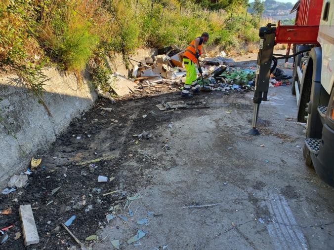 """images Rifiuti. Ripulita l'area di via Smaldone, Francesco Gironda: """"Ora il Comune installi le fototrappole"""""""