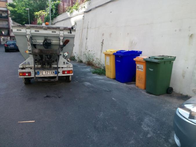 images Stop rifiuti a viale Isonzo, a Catanzaro continuano le bonifiche