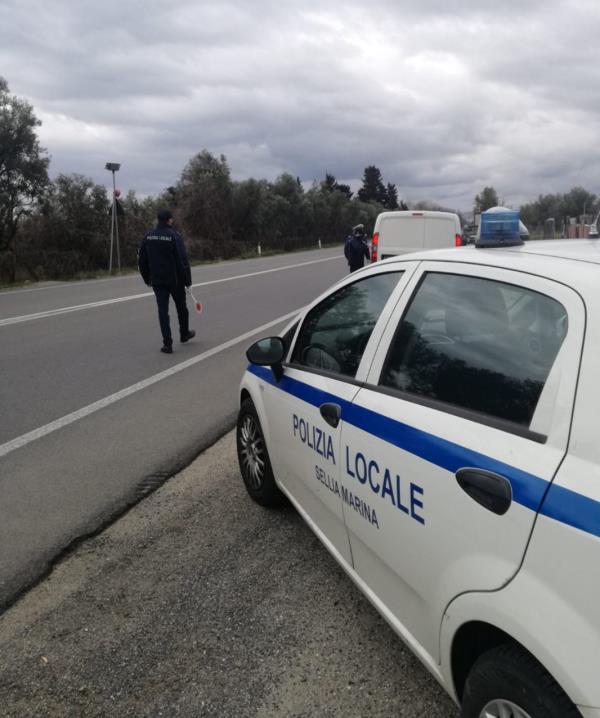 """images Coronavirus. """"Evadono"""" dalla quarantena a Sellia Marina, denunciati dai vigili della Polizia Locale"""