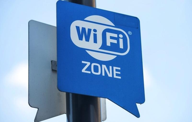 """images Squillace, Melicchio (M5S) e l'attivista Scalese al sindaco: """"Attivi il progetto sul Wi-Fi libero"""""""