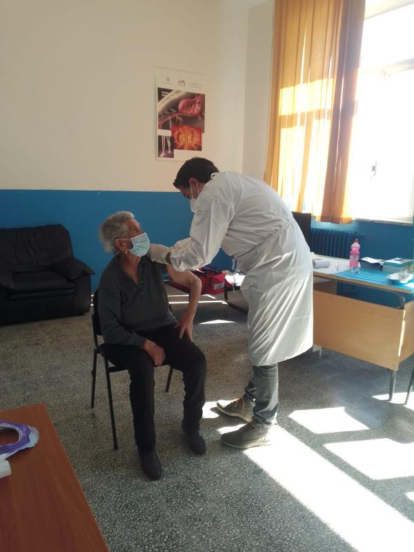 """images Sellia. Davide Zicchinella: """"Voglio raccontarvi le mie incredibili emozioni da sindaco, da medico pediatra, vaccinatore"""""""